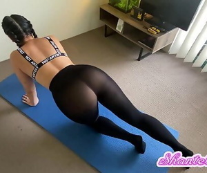 PAWG Caught Working Out in..