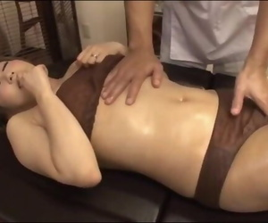 Massagist Secretly Fucked..